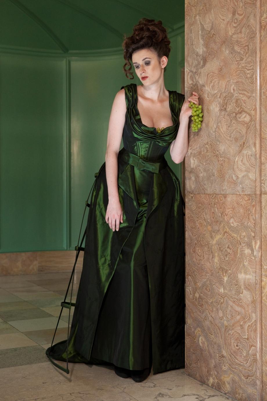 "Kreation ""Les liaisons dangereuses"", Model Anna Logue, Bild Stanislav Kutac 2011"