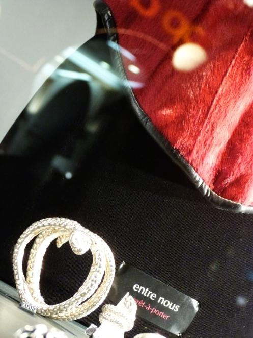 Venus rouge – Korsett aus rotem Kalbsfell und Leder Prêt-à-porter  Grösse 38