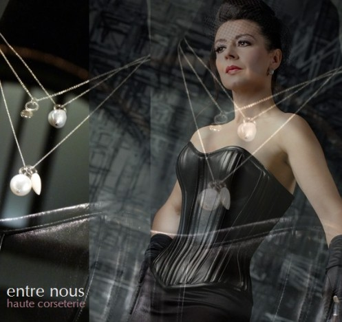 Contessa black –Korsett aus schwarzem Leder  Massanfertigung / Couture