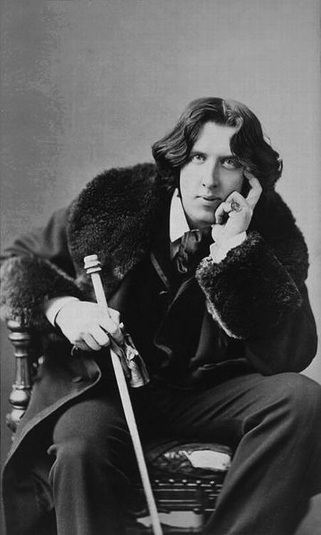 Oscar Wilde - portrait by Napoleon Sarony