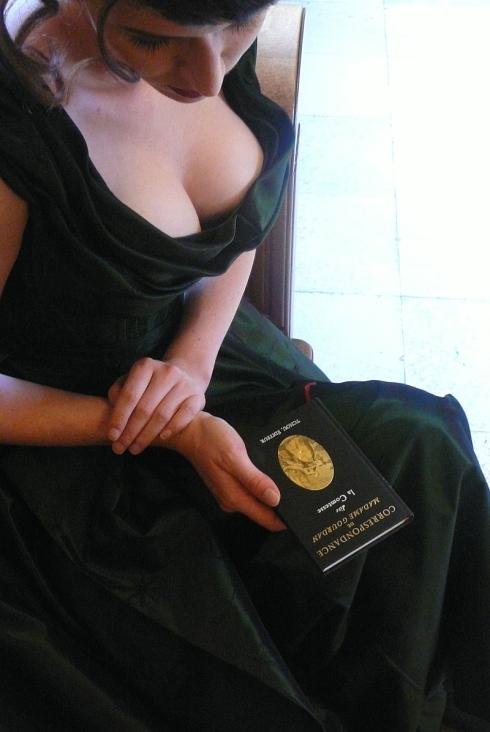 Fashion and Eros  - Anna in der Korsettkreation im Still des 19 Jh. von Beata Sievi, Bild Beata Sievi