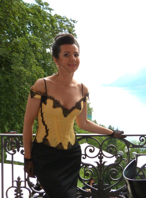 "Beata Sievi Apéro Outfit - Spitzenbustier und ein Couture Jupe made by ""entre nous"""
