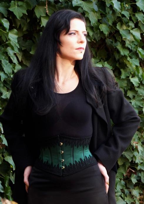 Taillenkorsett grün rendez-vous Beata Sievi.jpg