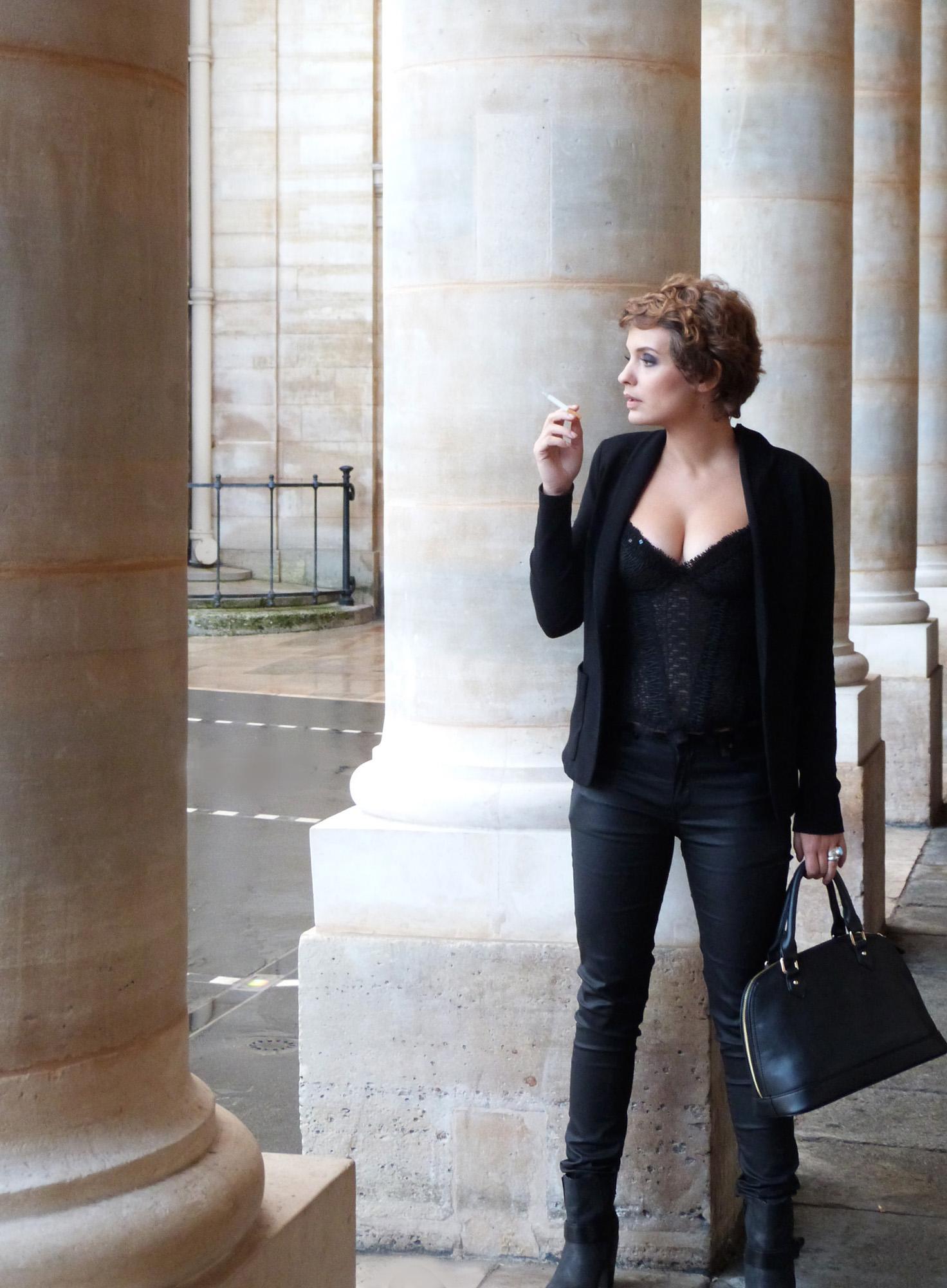 Sarah Ulysse im Spitzenbustier made by entre nous