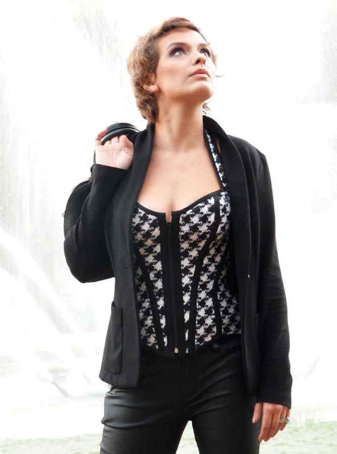 Sarah Ulysse im Pepita-Korsett made by « entre nous », Bild und Make-up Beata Sievi