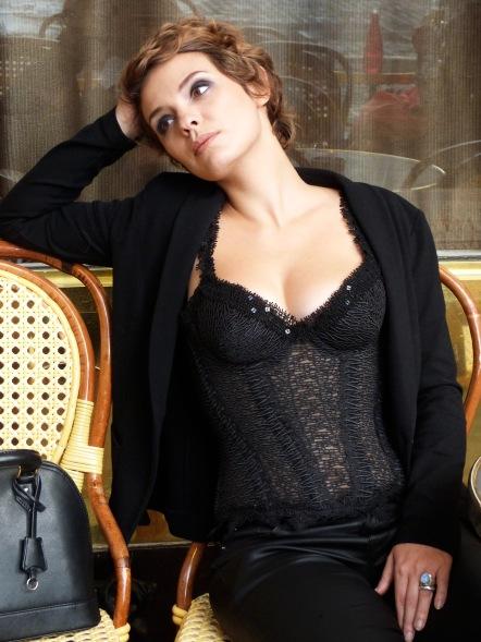 Sarah Ulysse im Spitzenbustier made by « entre nous », Bild und Make-up Beata Sievi