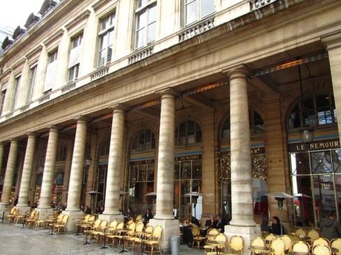 Cafe Nemours am Place Colette ist nicht nur Angelina Jolie's Lieblingscafé...