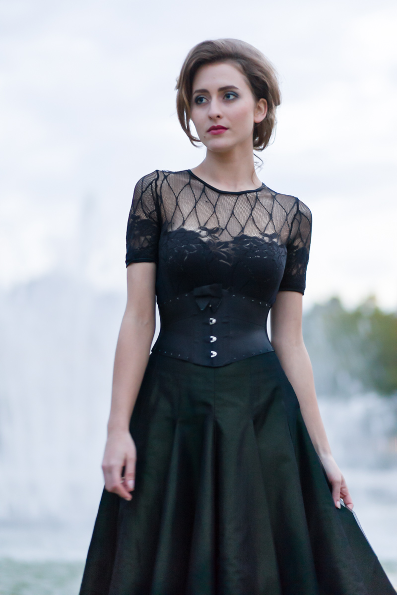 Elérinna Nérélia im Ribbon-Korsett von Beata Sievi