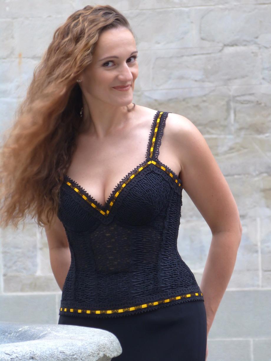 """Hochzeits-Kreation von Beata Sievi, Spitzenbustier aus St.Galler-Spitze angefertigt im Atelier """"entre nous"""""""