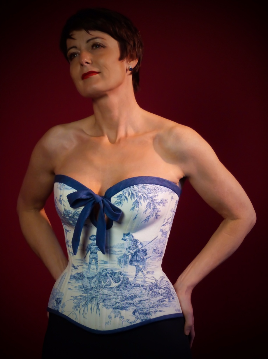 Besonders reizende und spielerische Form Masskorset von Beata Sievi Corset Artist aus Winterthur