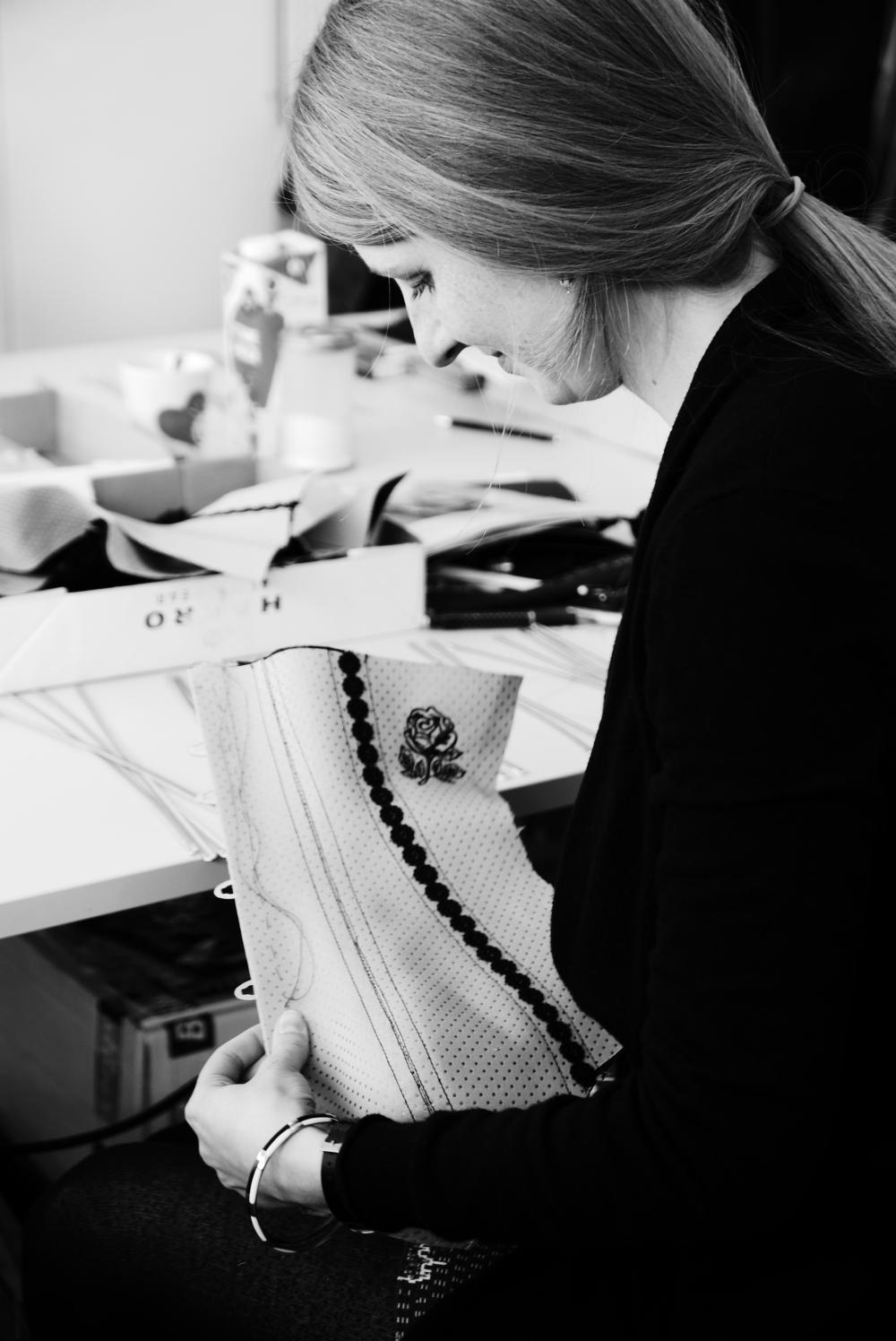 """""""Anfertigung eines traditionellen Korsetts"""" - Kurs von Beata Sievi Corset Artist - Weiterbildung für Schneidermeister in Deutschland"""
