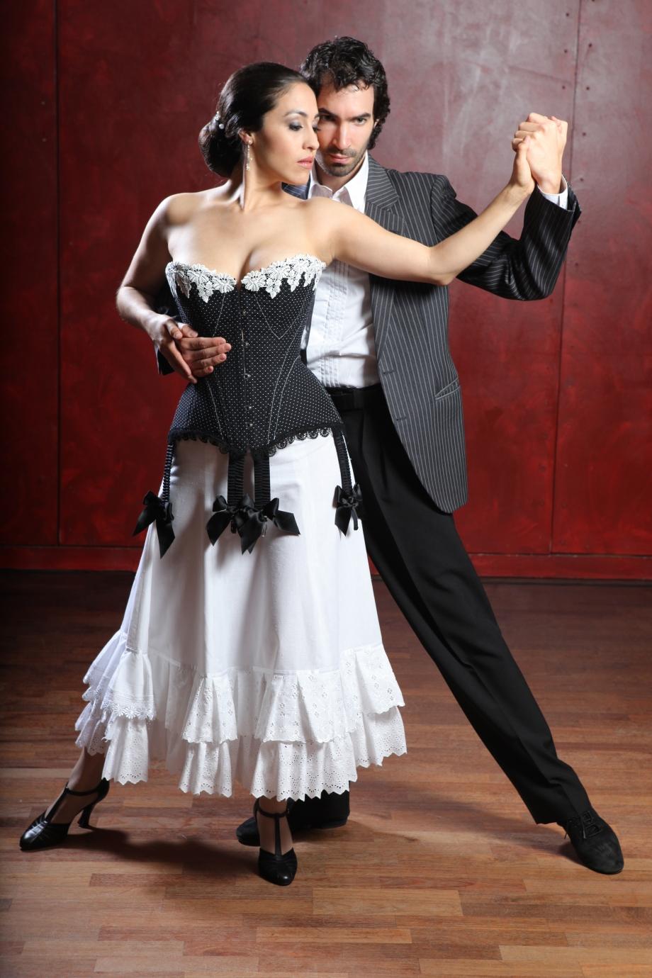 ilder: Giorgio von Arb Model Cindy in der Kreation von Beata Sievi und Tangolehrer Silvio Grand, Bild: Giorgio von Arb